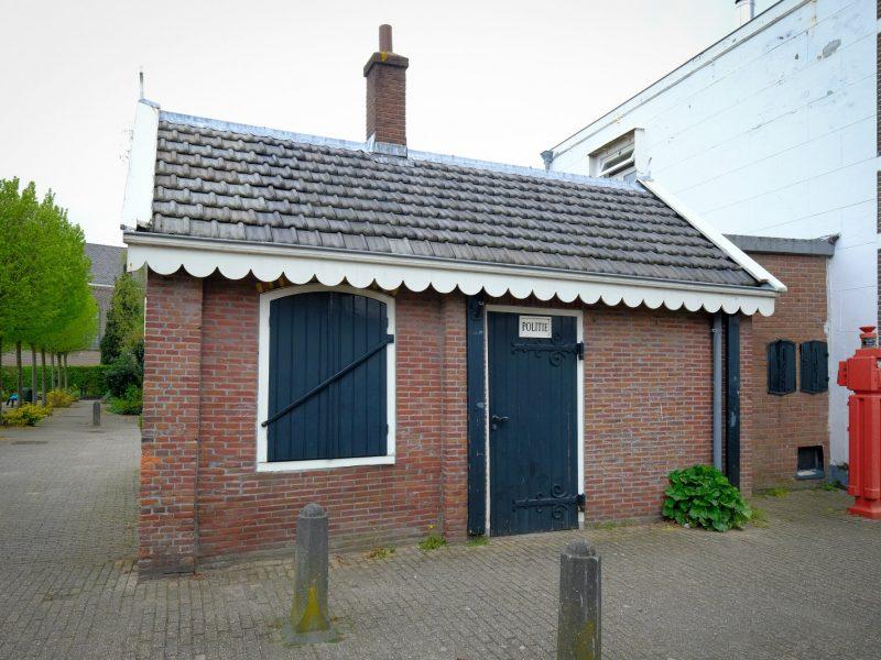 Dorpsplein 1 Sloten, Nieuw Politiebureautje, Aart Jan van Mossel (2)