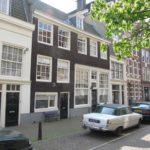 Kerkstraat 414, rechter pand van de twee donkere panden onder één lijst (2020)