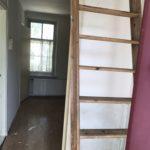 De trap naar zolder gelijk achter de voordeur