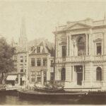 Zicht over het Spaarne op Teylers Museum en St. Bavokerk, 1880-1885, Historische Vereniging Haerlem