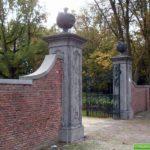 De oude toegangspoort van de hofstede Kennermeroord is nog aanwezig.