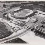 Helemaal rechts is het portiershuisje te zien (1928).