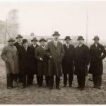 Olympisch stadion in aanbouw. Tweede van rechts: burgemeester Dr. W. de Vlugt. Vijfde van links: architect Jan Wils.