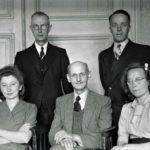 Otto Frank met de helpers van het achterhuis in 1945. Bron: Annefrank.org