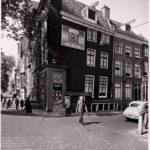 In 1956 zit er een tabakswinkel in.