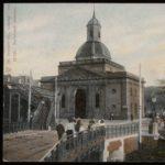 Muiderpoort medio 1904 met voetgangers spoorbrug