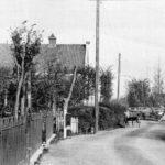 Links de kerk, 1915