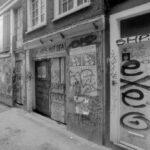 Voor restauratie, 2e pandje van links. Foto: Han van Gool (1994).