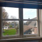 Uitzicht over de tuin en Oude Rijn vanuit de voormalige wagenschuur (2018)