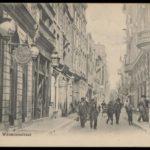 Warmoesstraat met rechts hotel restaurant Krasnapolsky. Anno 1900.
