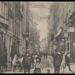 Warmoesstraat gezien naar het noorden met rechts de wintertuin van hotel restaurant Krasnapolsky (Anno 1910).