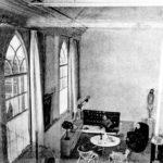 De eerste verdieping van de kerk, woonruimte.