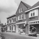 Een van de laatste winkels in Sloten.