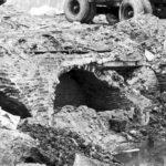 Opgraving waterkelder na sloop panden door gemeente. Foto Han van Gool (1974).