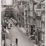 Gezien vanaf Kerkstraat 166 naar de Vijzelgracht rond 1955. Chris de Ruig (1930-2013).