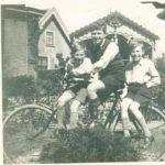 Jan-Dirk Bulk, midden, met 2 broers, familiearchief