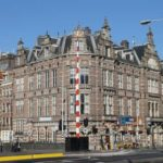 Voormalige zeevaart school aan de Prins Hendrikkade te Amsterdam.