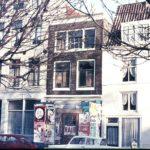 Herenmarkt 21 met versoberde lijstgevel voor restauratie.