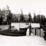 Valeriusplein 7, de oude ingang van het mannentoilet. Op de achtergrond de Valeriuskliniek.