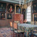 Regentenkamer met foto van Agneta Deutz in veelhoekige lijst.