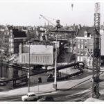 Afzinken van de caissons aan de Nieuwe Herengracht (1975).