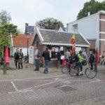 Op de fiets naar sloten tijdens een open dag.