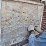 Schoonmaken en reparatie van de steen