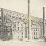 Het stookhuis met 3 schoorstenen van de Zuidergasfabriek (anno 1913).