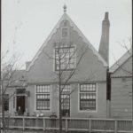 Het pand aan het Hazepad 11 in 1880 met op de gevel 'Boldings Banket' en 'Broodbakkerij'.