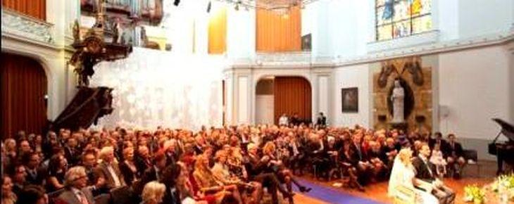 Nederland, Amsterdam, 10 december 2011 De Duif; kerk; huwelijk; trouwen; trouwerij; bruidspaar; Stadsherstel Foto: Thomas Schlijper - Copyright Thomas Schlijper