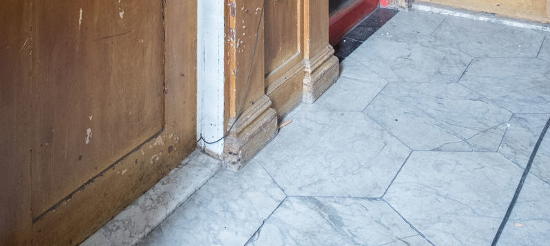 Bijzondere marmeren tegels ontdekt in twee Stadsherstel panden