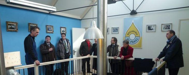 Europees bezoek aan binnenterrein Oudezijds Armsteeg