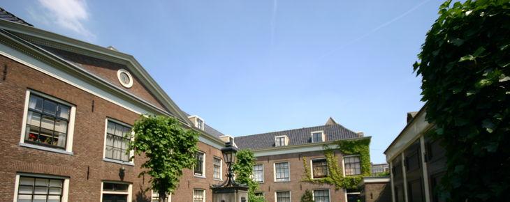 Het Hodshon-Dedelhofje in de Straten van Amsterdam