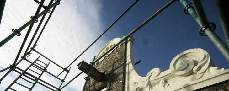 Nieuwe oude geveltop voor Runstraat 4