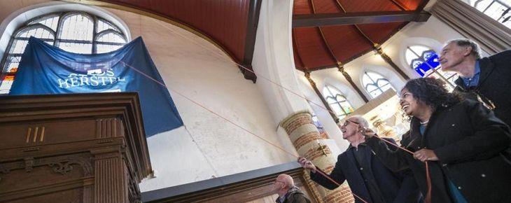 Onthulling laatste stripraam Bakenesserkerk