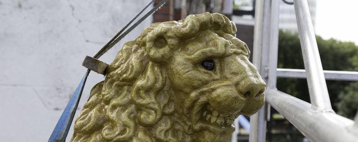 Restauratie gevelsteen 'De Lely' en het leeuwtje