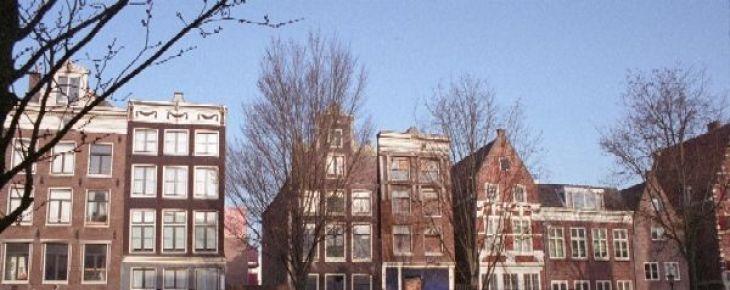 Restauratie Oudezijds Voorburgwal 30 bereikt hoogste punt