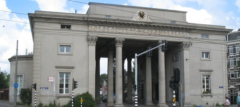Stadsherstel neemt monumentale Haarlemmerpoort over van woningcorporatie Ymere