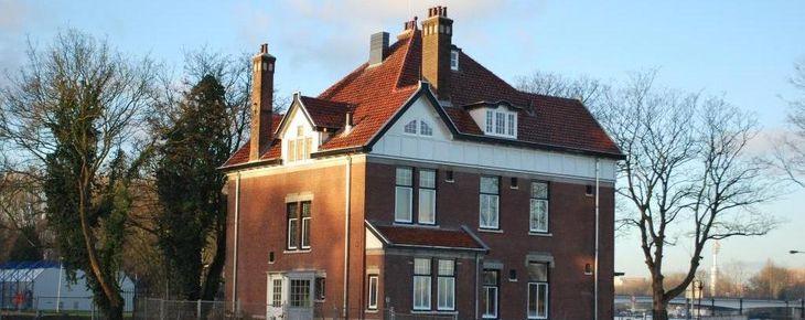 In Holland staat een huis...