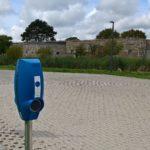 Electrische Opladers Op De Parkeerplaats, Landschap Noord Holland