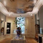 In de achttiende -eeuwse kamer past het plafonddoek perfect (foto Bijbels museum/Kees Hageman).
