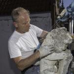 Verwijderen van alle lagen witte en grijze verf door Wil Abels