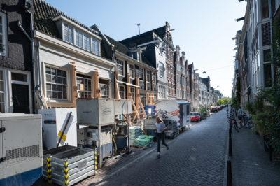 Het kan je niet ontgaan: er wordt hard gewerkt in de Kerkstraat. Foto: Jan Reinier van der Vliet