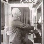 De heer Bouke, oud organist van de kerk.
