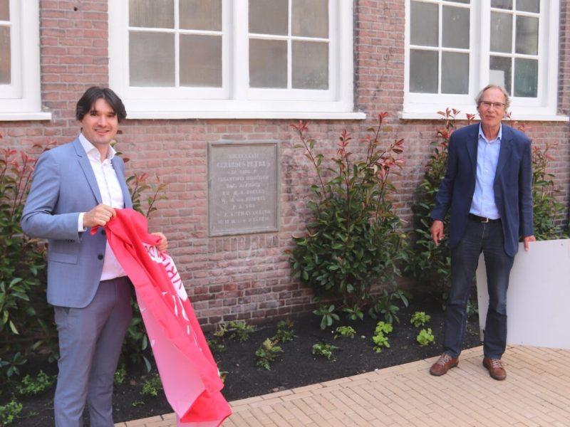 Onthulling gevelsteen Rosenstock-Huessy Huis Bron: Haarlems Nieuwsblad