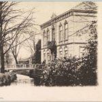 Honig villa in 1910 met er achter het klokkenmakershuisje.