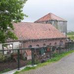 De Fronik boerderij met het hooihuis in vervallen staat (2017)
