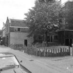 Het 'Hagepleintje' in 1978. Ten tijde van het weeshuis was dit in gebruik als speelplaats voor de meisjes